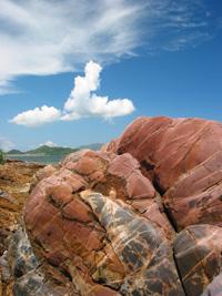 藍天下的紅褐岩石  24.07.2005